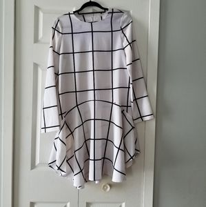 👗BLACK & WHITE ASYMMETRICAL HEM DRESS